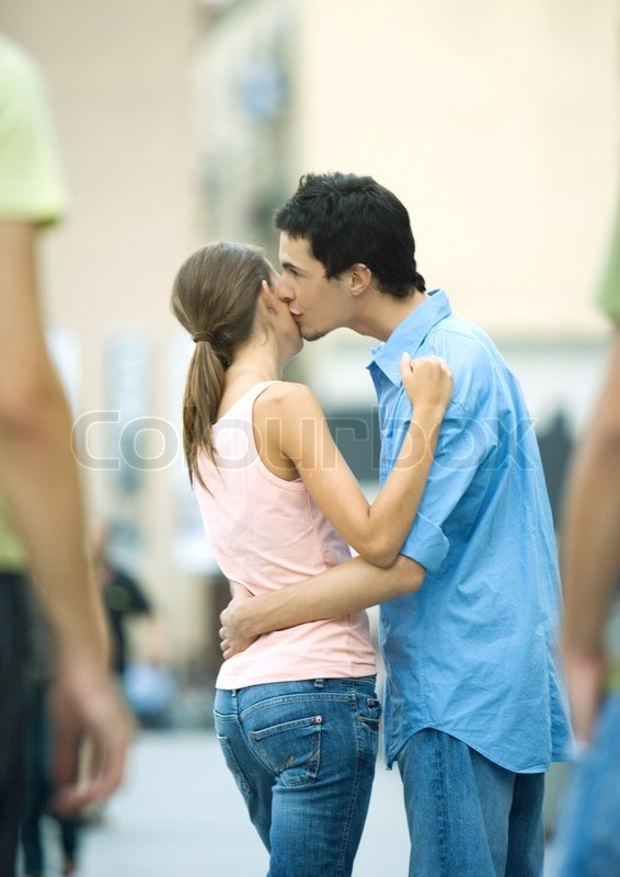 pictures of boys kissing girls  290259