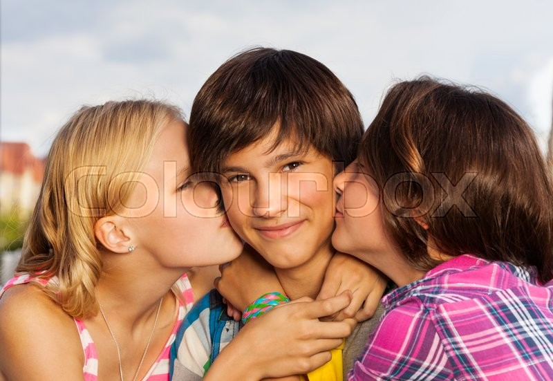 9 year old girls kissing № 200830