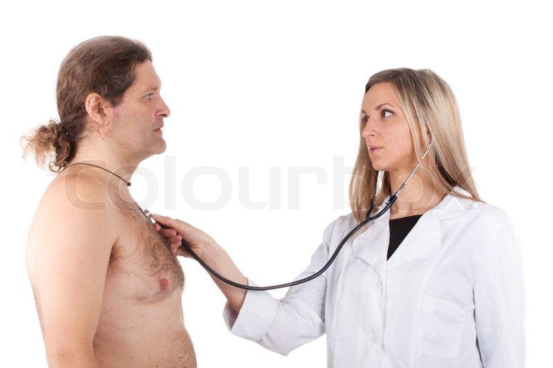 doktor-osmatrivaet-devushek