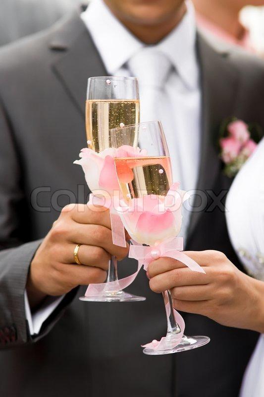 Если разбила бокалы до свадьбы