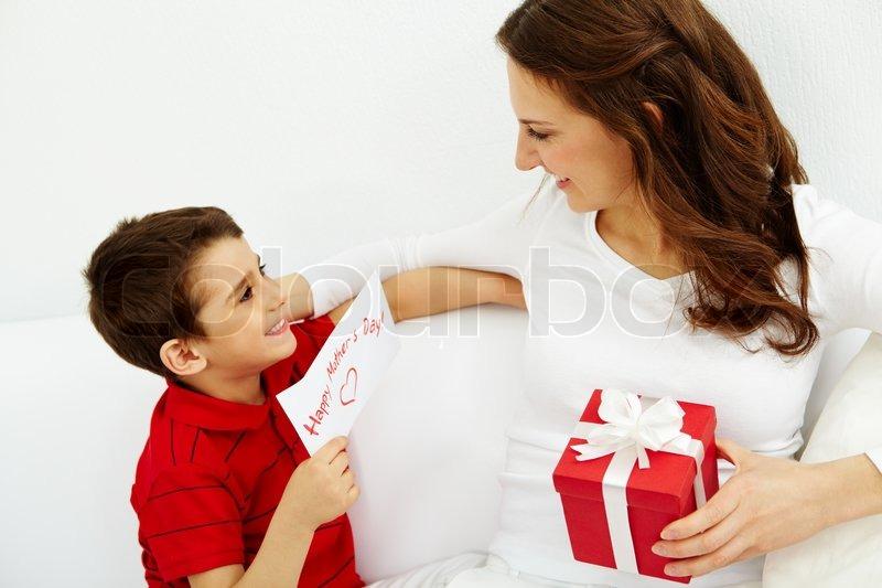 Поздравление маме с подарком 993