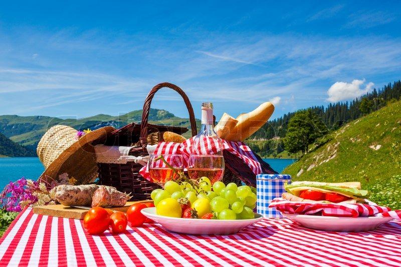 picknick in franz sische alpen mit see stock foto. Black Bedroom Furniture Sets. Home Design Ideas