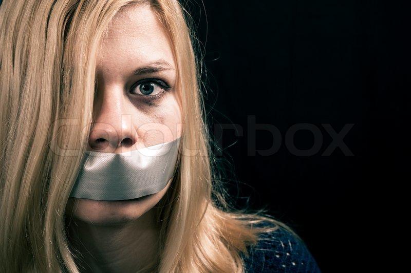 скоро рожать женщины в плену с заклеенными ртами видео можете