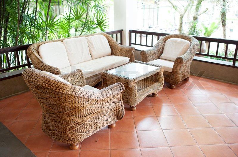 Startseite au en terrasse mit holz decking und rattan sofa for Sofa terrasse