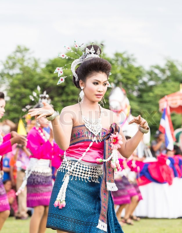 Roi Et Thailand  city photos : ROI ET,THAILAND JUNE 13 : Thai ladies performing Thai dancing in ...
