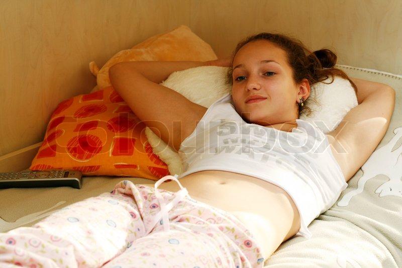 мами молодие голи голюсеньки на кровати фото