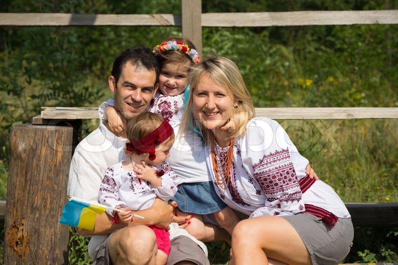 Домашнее видео украинской семьи онлайн, девушки и пирсинг