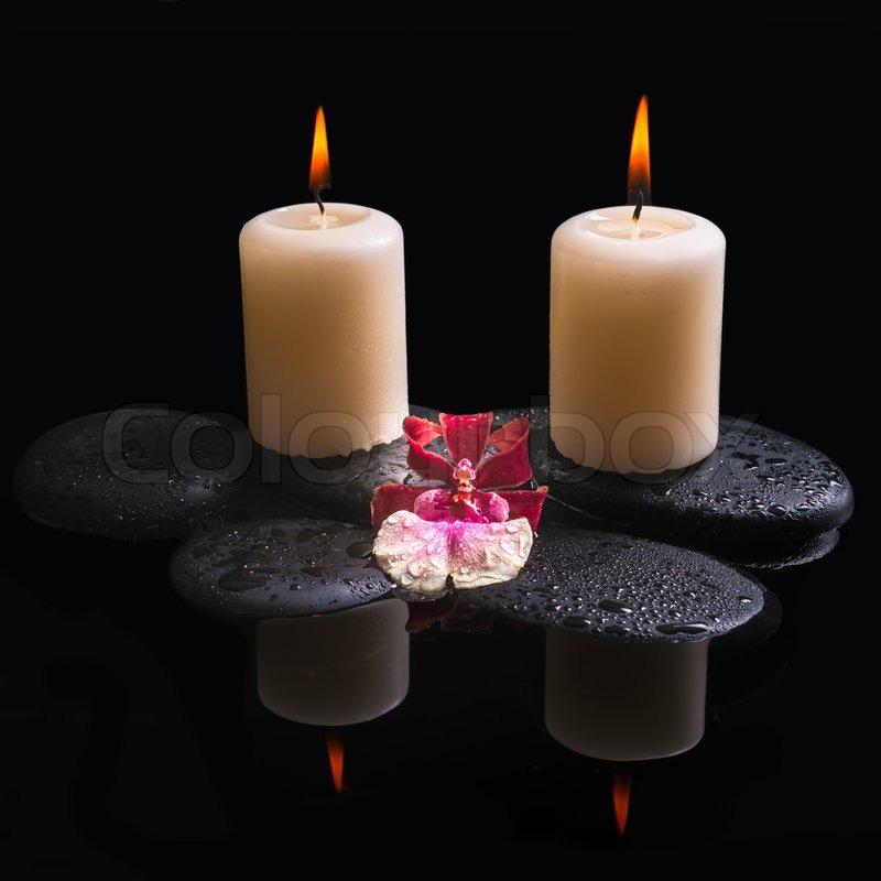 sch nes spa einstellung der wei en und roten kopf orchidee cambria kerzen auf zen steinen mit. Black Bedroom Furniture Sets. Home Design Ideas