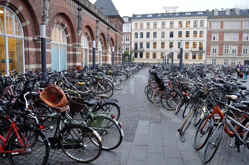10701622-cykler-parkeret-udenfor-koebenh