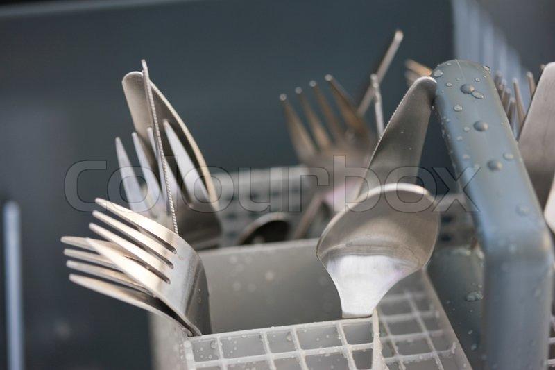 löffel, gabel und messer in der spülmaschine  stockfoto  ~ Geschirrspülmaschine Dreckig