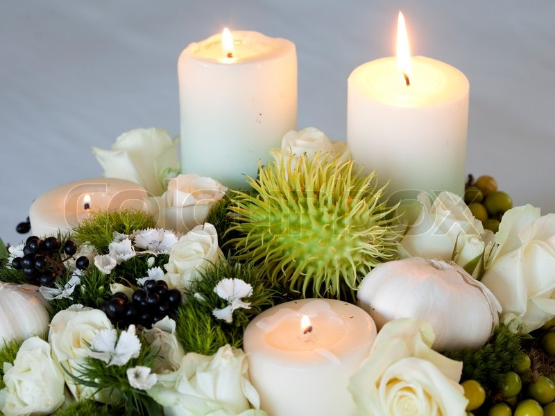 Stock image of 'Advent wreath with lighted candles'