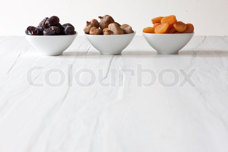 Aprikose fr chte minimalistisch stockfoto colourbox for Minimalistisch essen