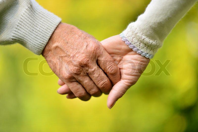 älteres Ehepaar Händchen | Stock Bild | Colourbox