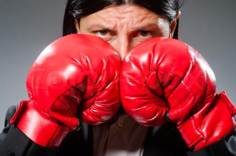 цомаев старушка с боксерскими перчатками прикольные картинки под кровлей считается