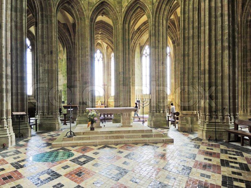 Innenraum der kirche in der abtei mont saint michel for Mont saint michel interieur