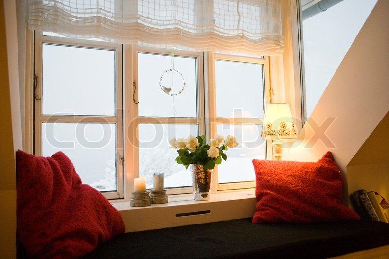 Fensterbank mit bouquet und kerzen stockfoto colourbox for Fenster 0 finanzierung