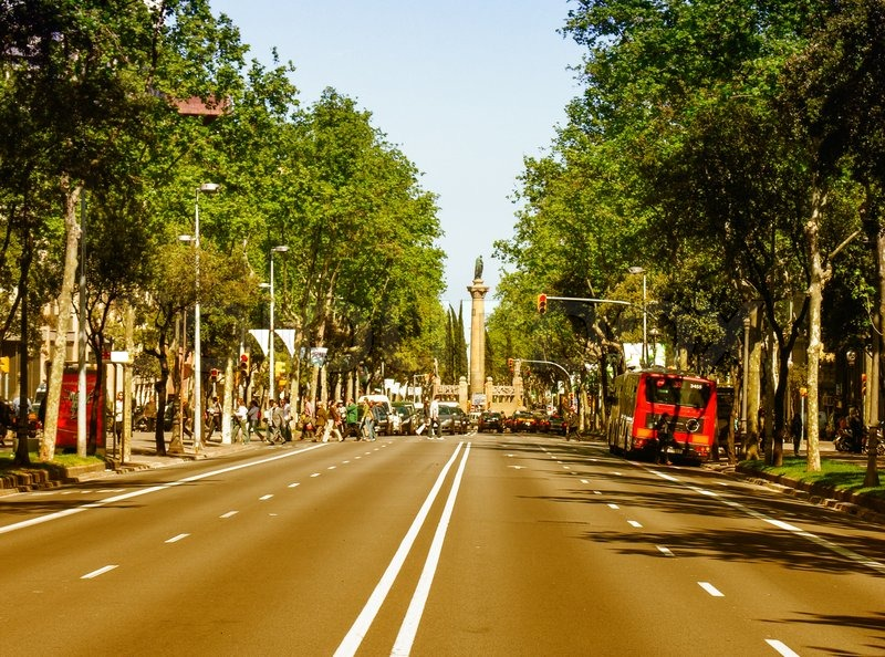 BARCELONA, SPAIN - MAY 21, 2005: Tourists enjoy city life on a beautiful spring day. More than 7 million people visit the city every year, stock photo