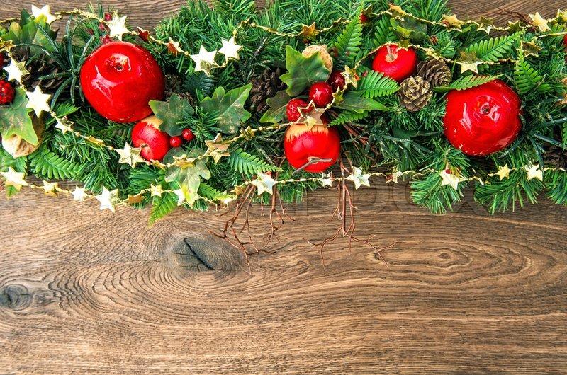weihnachten dekoration rot gr n gold ber h lzerne hintergrund stockfoto colourbox. Black Bedroom Furniture Sets. Home Design Ideas