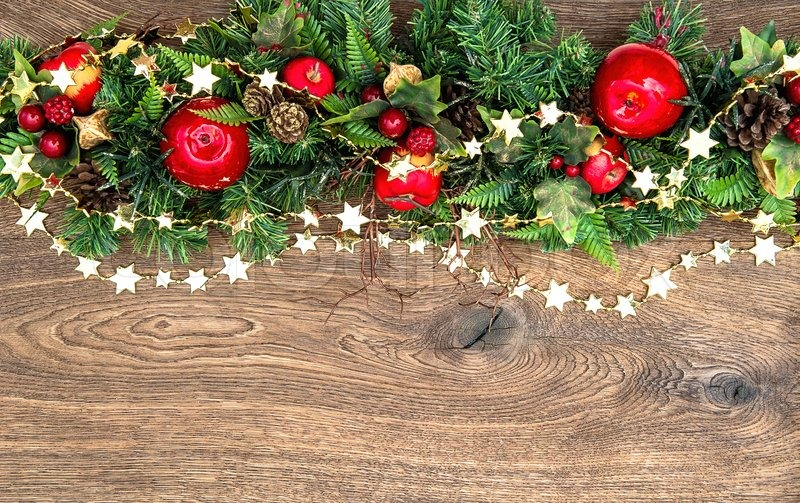 weihnachtsschmuck girlande mit roten stockfoto. Black Bedroom Furniture Sets. Home Design Ideas