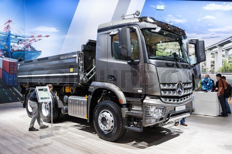 Mercedes benz arocs 2643 k dump truck at the 65th iaa for Mercedes benz dump truck