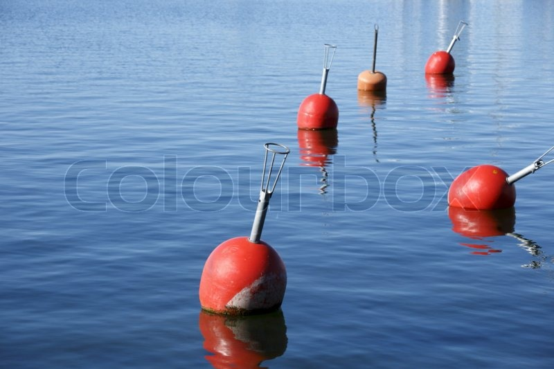floating objects in water - photo #24