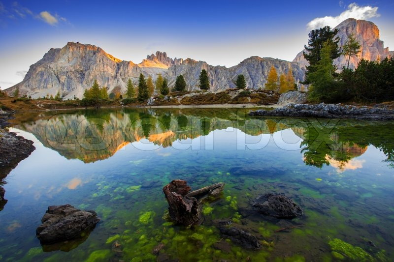 View of the limides lake and mount lagazuoi dolomites for Best view of dolomites