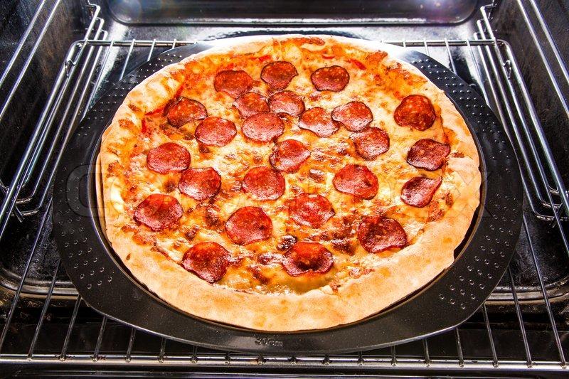Как приготовить пиццу на сковороде в духовке