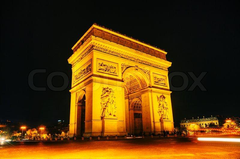 arc de triomphe de l etoile the triumphal arch in paris at night