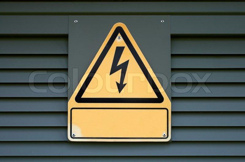 Hohe elektrische Spannung auf einem Transformator-Box anmelden ...