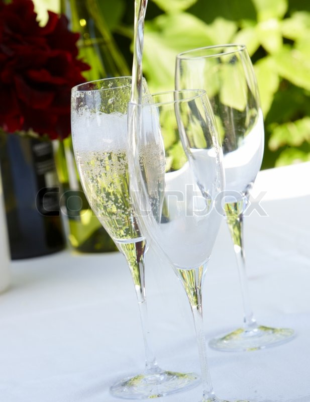 Stock image of 'Cold white wine'