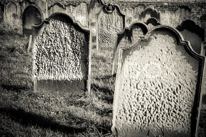 Resultado de imagen para whitby beaches cemetery paintings