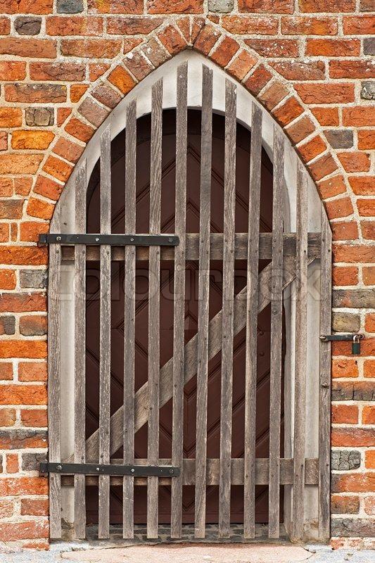 Verschlossene tür  Verschlossene Tür zur Kirche aus dem Mittelalter | Stockfoto ...