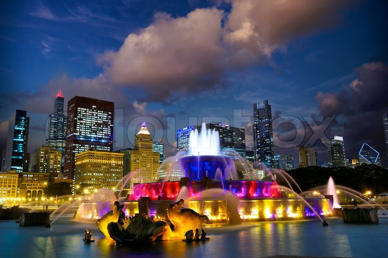 Chicago skyline with Buckingham fountain at twilight, US, stock photo