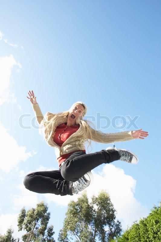 717c705eba1 Ung kvinde hoppe på trampolin Fanget i ... | Stock foto | Colourbox