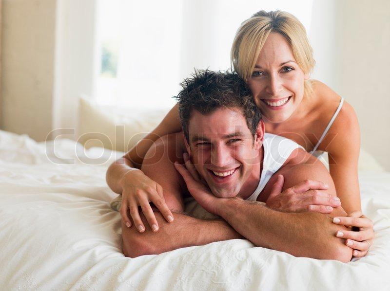 Mann Und Frau Auf Einem Bett Stockfoto Colourbox