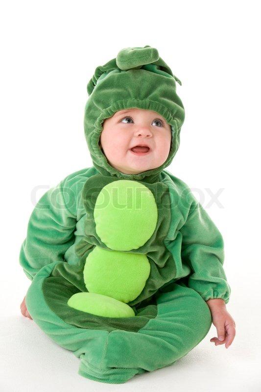 En baby i udklædning til fastelavn som ærtebælg | Stock Billede | Colourbox