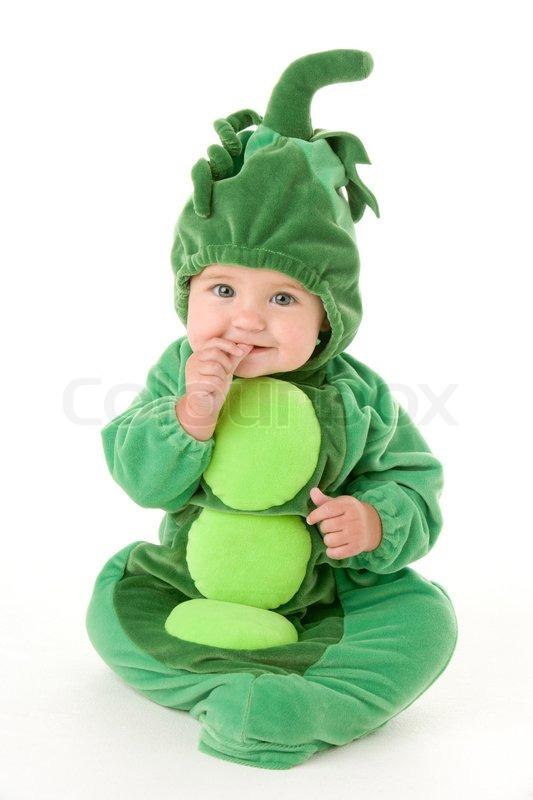 En baby i udklædning til fastelavn som ærtebælg | stock foto | Colourbox