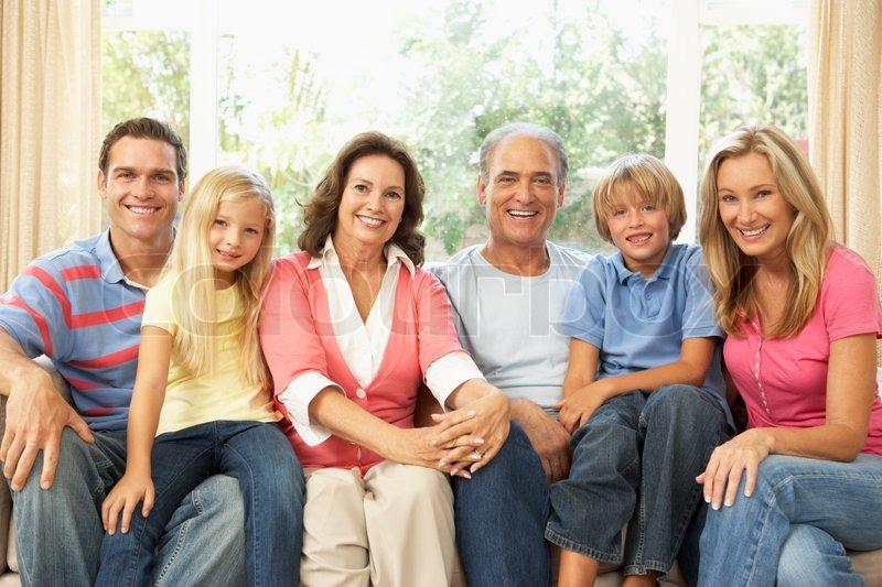 extended family zu hause entspannen zusammen stockfoto colourbox. Black Bedroom Furniture Sets. Home Design Ideas