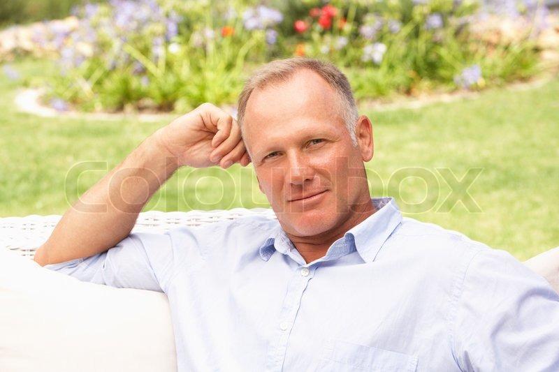 на фотографиях взрослые мужчины