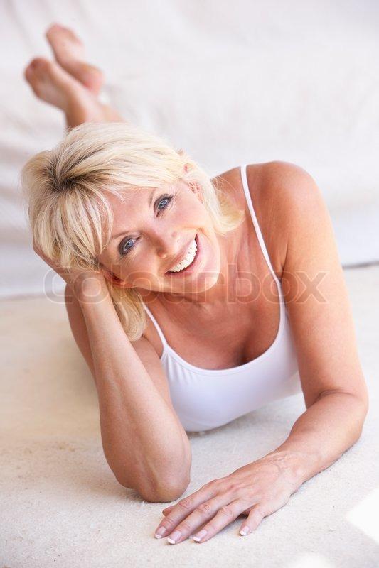 Sexy Middle Aged Women - Fotos en beelden