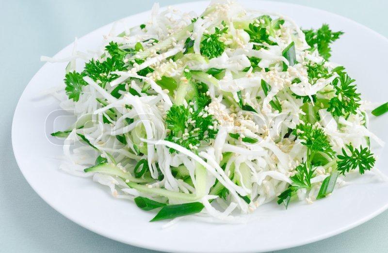 салат из свежей капусты с огурцом с фото