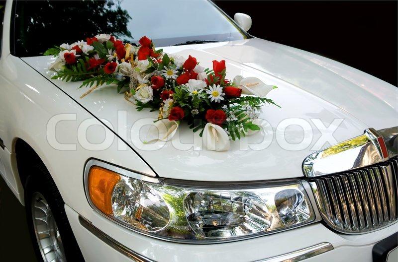 Weisse Hochzeit Auto Ein Strauss Blumen Stockfoto Colourbox