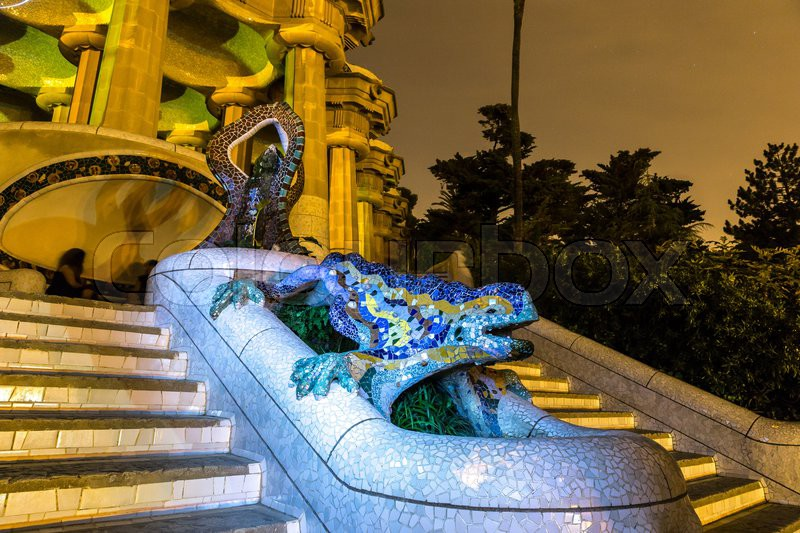 Sculpture of a salamandra of antoni gaudi in the park for Salamandra barcelona
