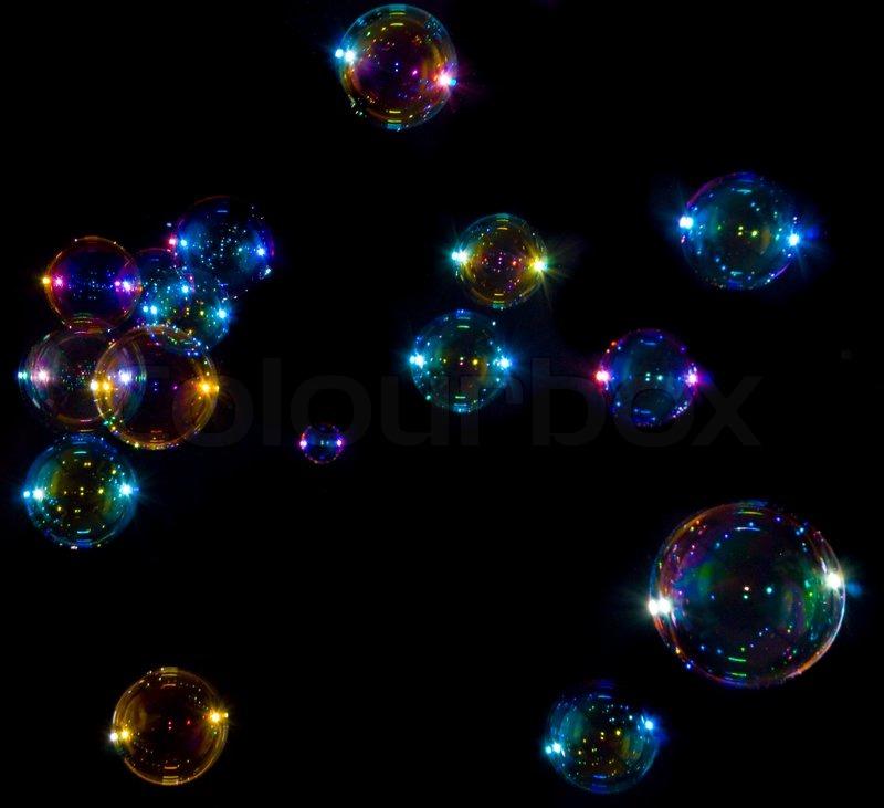 Мыльные пузыри на черном фоне