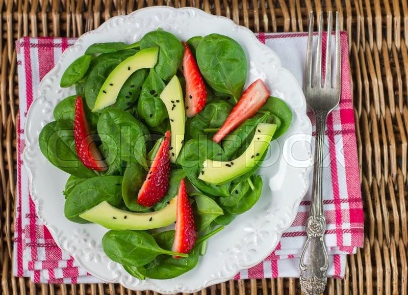 Салаты с авокадо с фотографиями