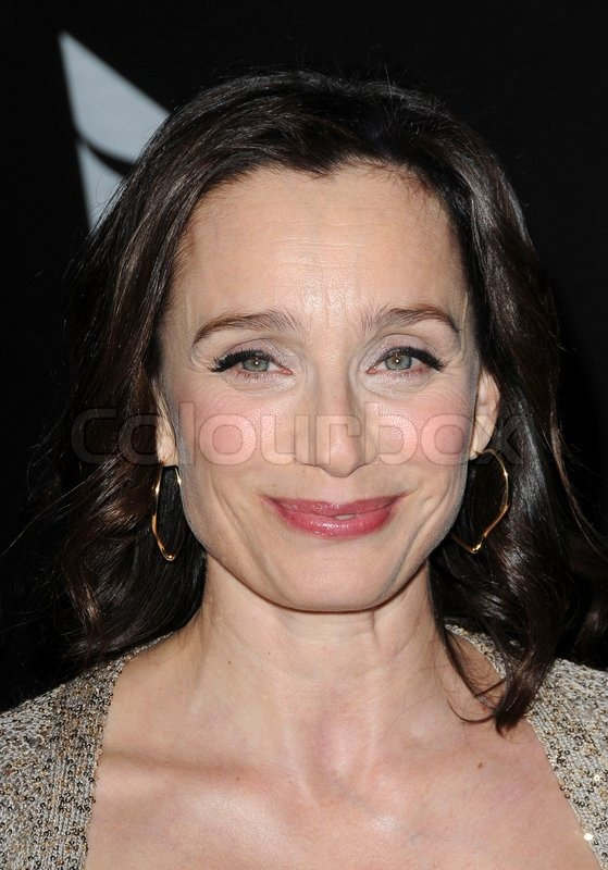 Kristin Scott Thomas modtager Cinema Vanguard Award ved den 24. Santa Barbara Film Festival afholdt i Arlington Teater - 20.090.127, stock foto - 1399315-kristin-scott-thomas-receives-the-cinema-vanguard-award-at-the-24th-santa-barbara-film-festival