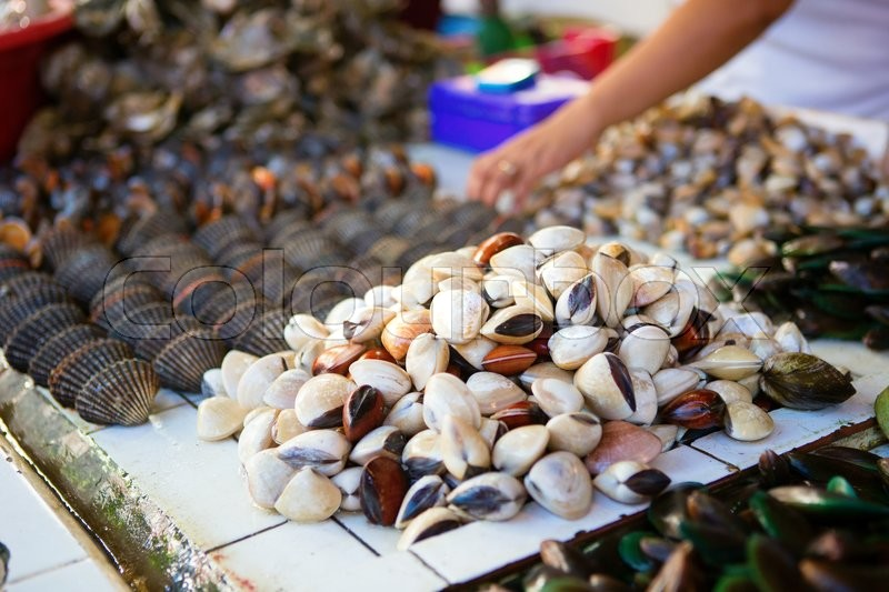 Supplier Shrimp Mail: Sea Clams On Traditional Seafood Market ...
