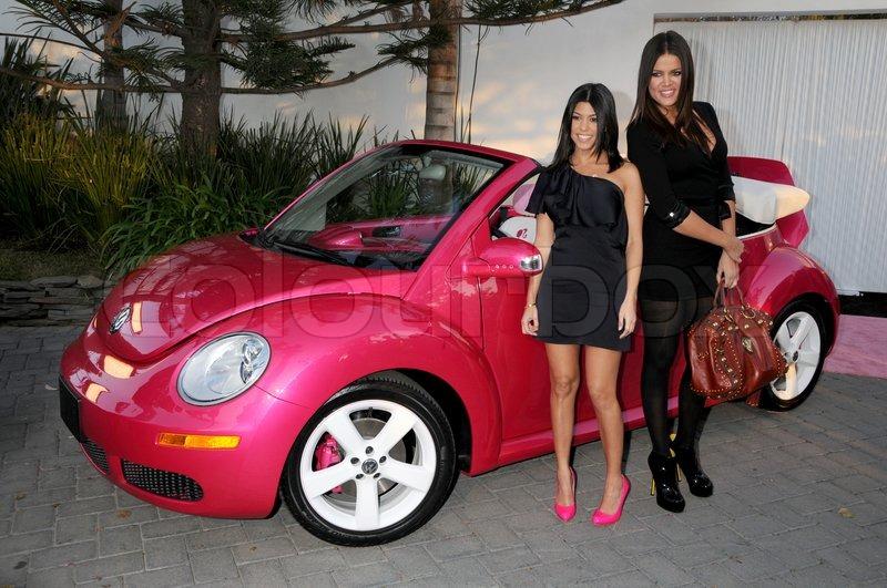 barbie 50 år Kourtney Kardashian og Khloe Kardashian på Barbies 50 års  barbie 50 år