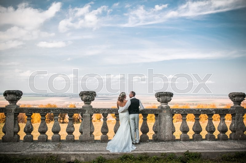 Stock image of 'beautiful couple posing on a background of a beautiful autumn landscape'