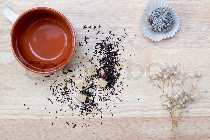Stock image of 'Empty brown tea cup on wooden background. Top view'